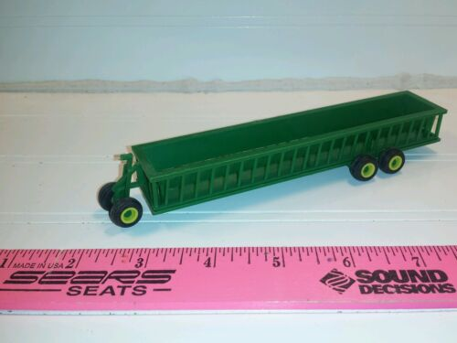 1/64 ertl green bunk cattle feeder wagon farm toy standi toy