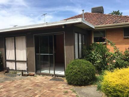 Kingsbury house, close to La Trobe, RMIT one room left for rent