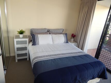 """MUST BE THE BEST ROOM FOR RENT TODAY """"RELAXING, CLEAN & SOCIABLE"""" Spring Hill Brisbane North East Preview"""