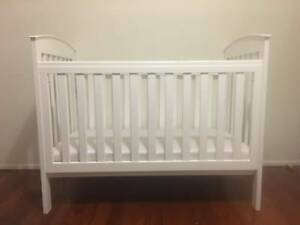 Adjustable baby cot in good condition