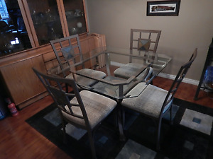 Glass topped dining table, chairs and side hutch / baker's rack