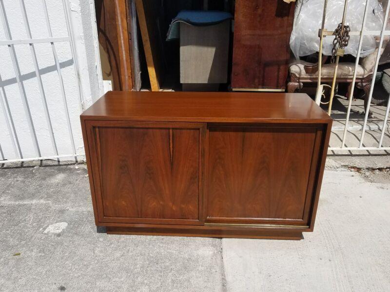 Stunning Mid Century Harvey Probber Rosewood Sliding Door Cabinet