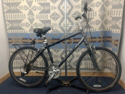 "Men's Giant Sedona Bike Hybird Performance Bicycle 21 spd 26"" tire 15.5"" Size"