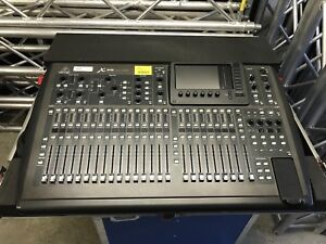 Behringer x32 with road case