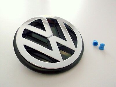 VW T3 Emblem Zeichen Heckklappe mit Anbaumaterial Stopfen und Unterlage Chrom gebraucht kaufen  Oranienburg