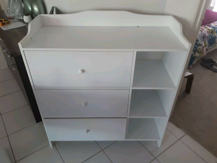 White changing table and drawers