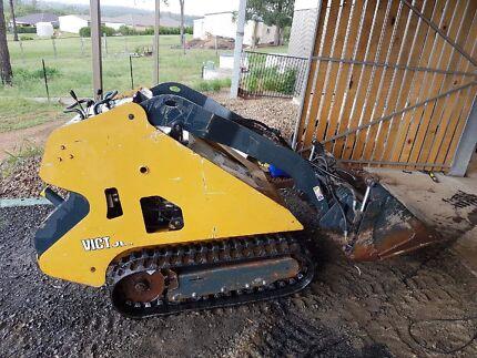 Mattson ML525 mini skid steer loader