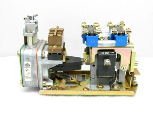 NEW SQUARE D 9050 B0 26D PNEUMATIC TIMING RELAY SER. C