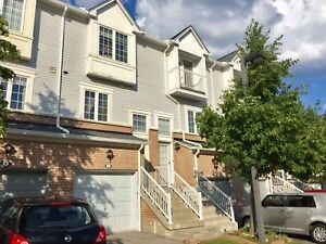 3BR Townhouse at Cooksville Mississauga for rent