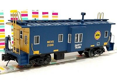 - MTH 30-77271 CSX Safety Train Bay Window Caboose - Near Scale Proportions NEW