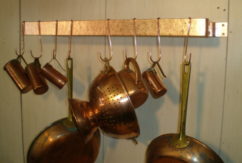 24 IN. X 5 1/2 IN. WALL MOUNTED SOLID COPPER  POT RACK & 8 HOOKS HAMMERED FINISH