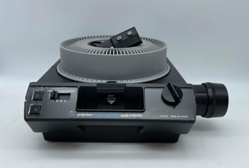 Kodak Carousel 4600 Slide Projector w/ Lens, 80 Slide Tray & Remote  READ!