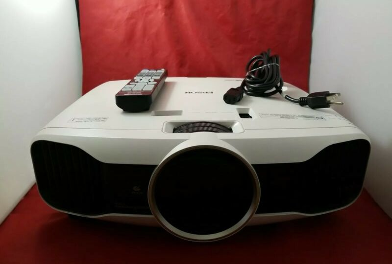 EPSON Powerlite Home Cinema 3LCD Projector 5030UB in Good Condition(TS).