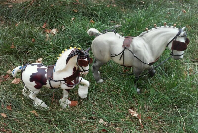 Breyer horse two harnesses cm