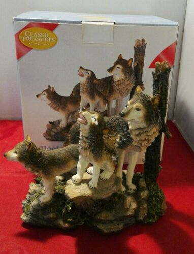 Classic Treasures Collectable Pack Of Wolves Figurine