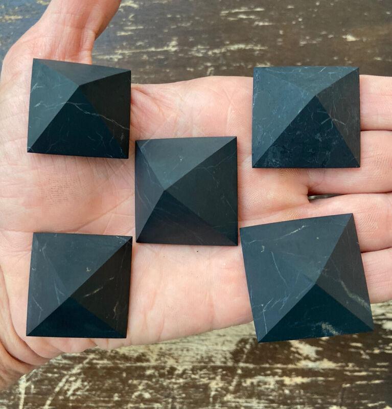 30mm - UnPolished Pyramids made of SHUNGITE. Russia. 5 Pc.