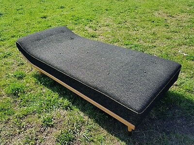 Altes Sofa Couch Recamiere Liege alt 1950 1970 grau Chaiselongues spitze Füsse