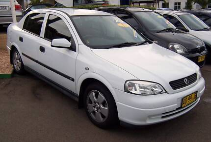 WRECKING HOLDEN TS ASTRA SPARE PARTS HOLDEN ASTRA - WHITE