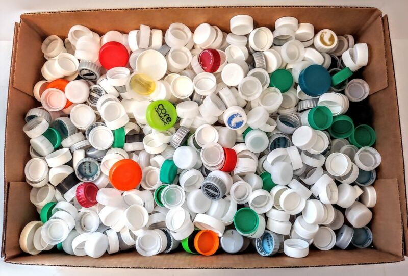 Lot of 800 Bottle Caps Clean Clear & Variety Plastic Craft Supplies Hobbies Art