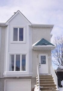 Corner unit townhouse in Ile-Perrot WITH garage