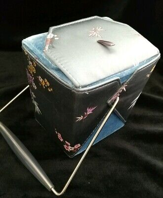 out Box blue with floral pattern (Takeout-box)