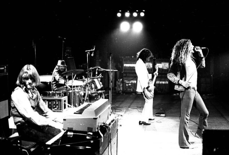 Led Zeppelin Singer Famous In Concert 8x10 Photo Print