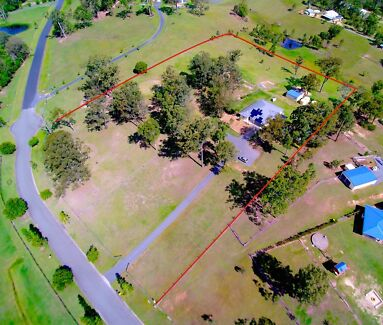 SPRAWLING FAMILY HOME ON 5 HORSE FRIENDLY ACRES