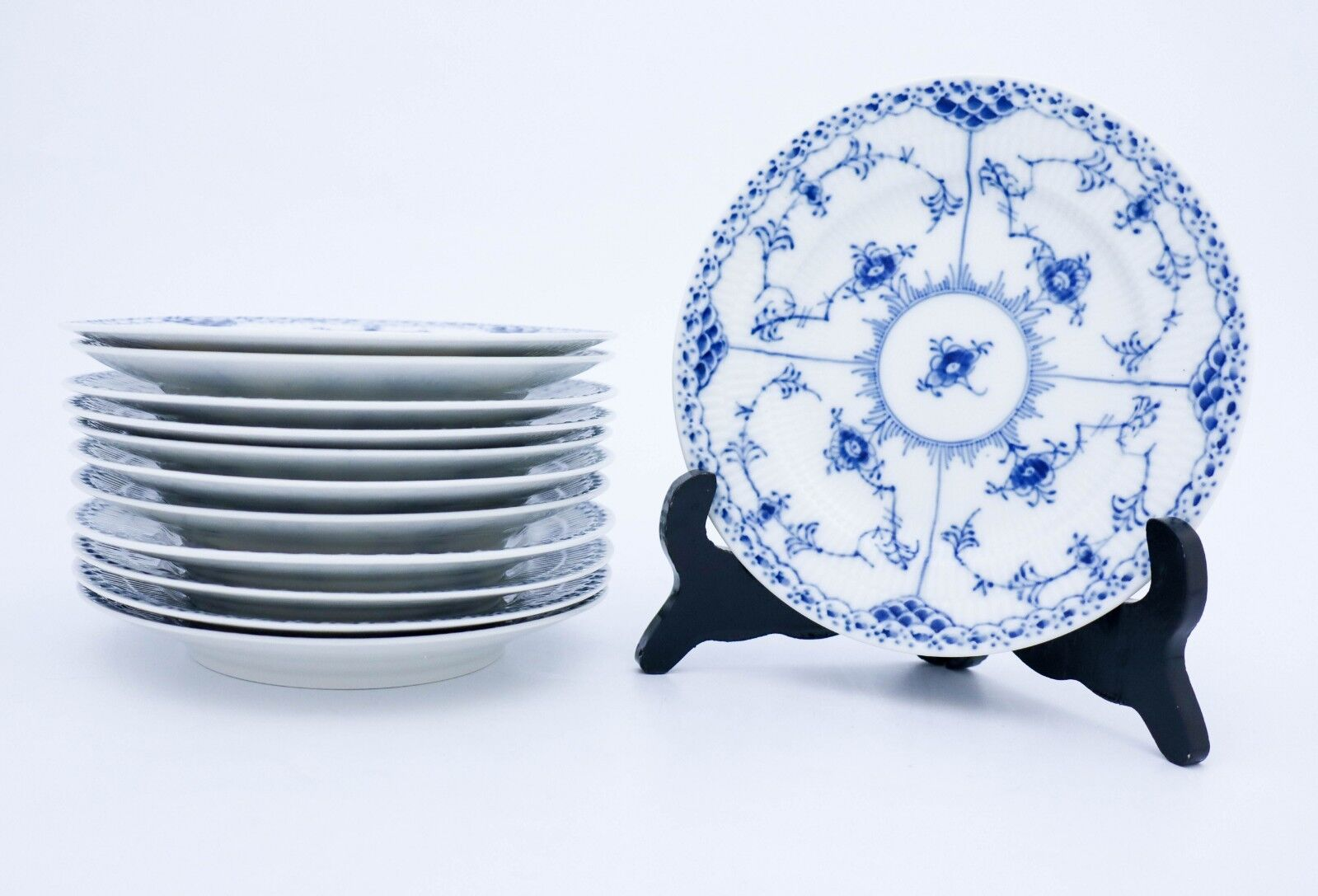 industry blue fluted plates - HD1599×1087
