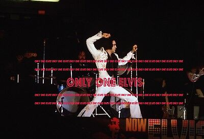 ELVIS PRESLEY on TOUR 1972 8x10 Photo LIVE in CONCERT 01