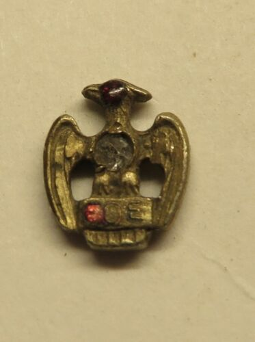 TINY ANTIQUE MASONIC OR FRATERNAL EAGLES TIE PIN GARNET