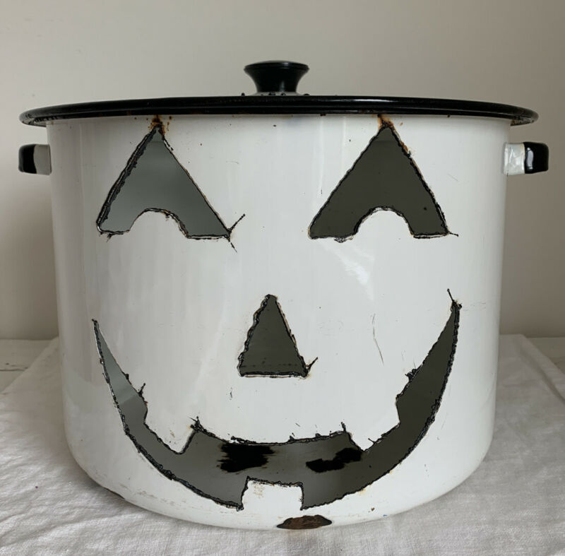 VINTAGE HALLOWEEN PUMPKIN FACE ENAMELWARE POT HANDCRAFTED Halloween 🎃👻CANDLE