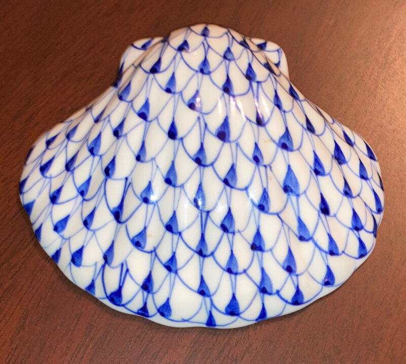 Andrea by Sadek Sea Shell Clam Figurine Blue White Herend Fishnet Style Rare!
