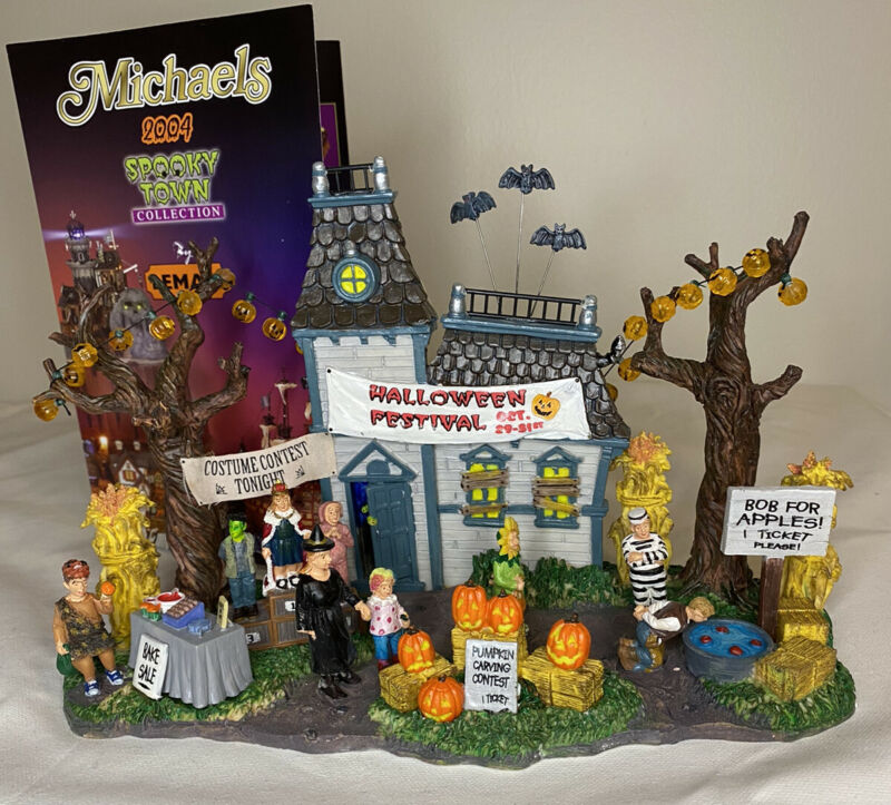 2004 Retired Lemax Spooky Town Halloween Festival #43422