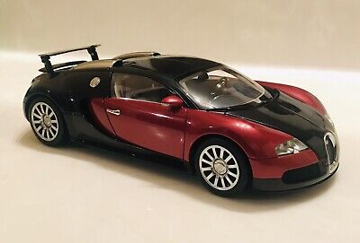 1:18 USED AUTOART BUGATTI VEYRON PRODUCTION CAR RED/BLACK SOME ISSUES READ!