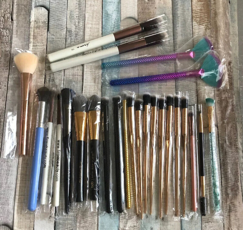 Lot of 25 Ipsy Makeup Brushes ~ Various Brands + Wholesale Resale Gifts ++*B2