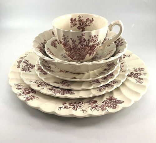 7 pc Red Bountiful Myott Son & Co Place Setting Staffordshire England Used