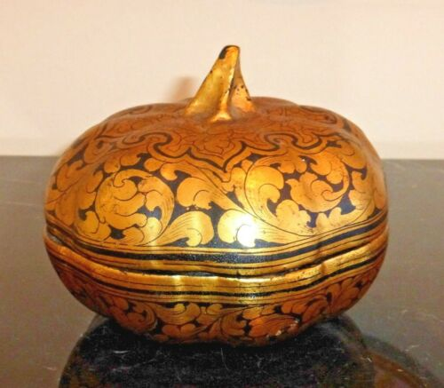 ANTIQUE CHINESE BLACK AND GOLD LACQUER PUMPKIN TRINKET BOX