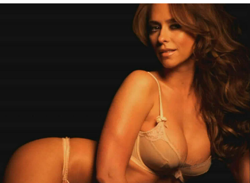 Jennifer Love Hewitt Sexy Underwear  8x10 Picture Celebrity Print