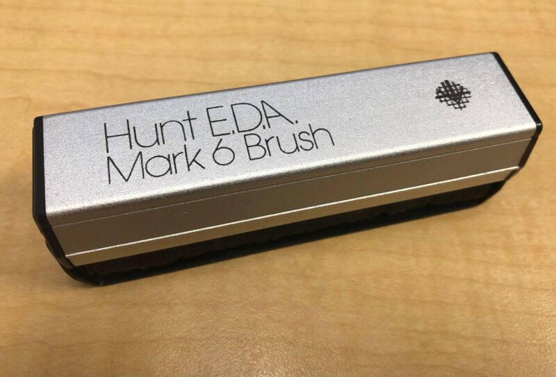 Hunt Mark 6 Carbon Fiber Record Cleaning Brush