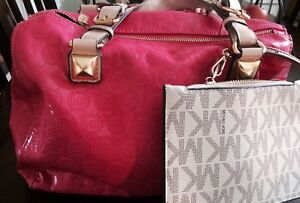 Michael Kors fuchsia purse with Clutch included!