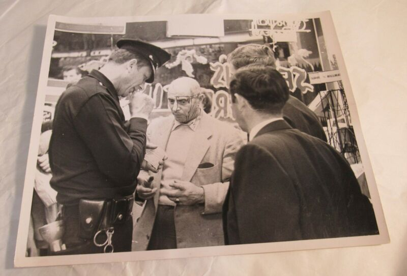 1961 Car Accident Photograph Head Wound Man Talks to LAPD Police Investigation