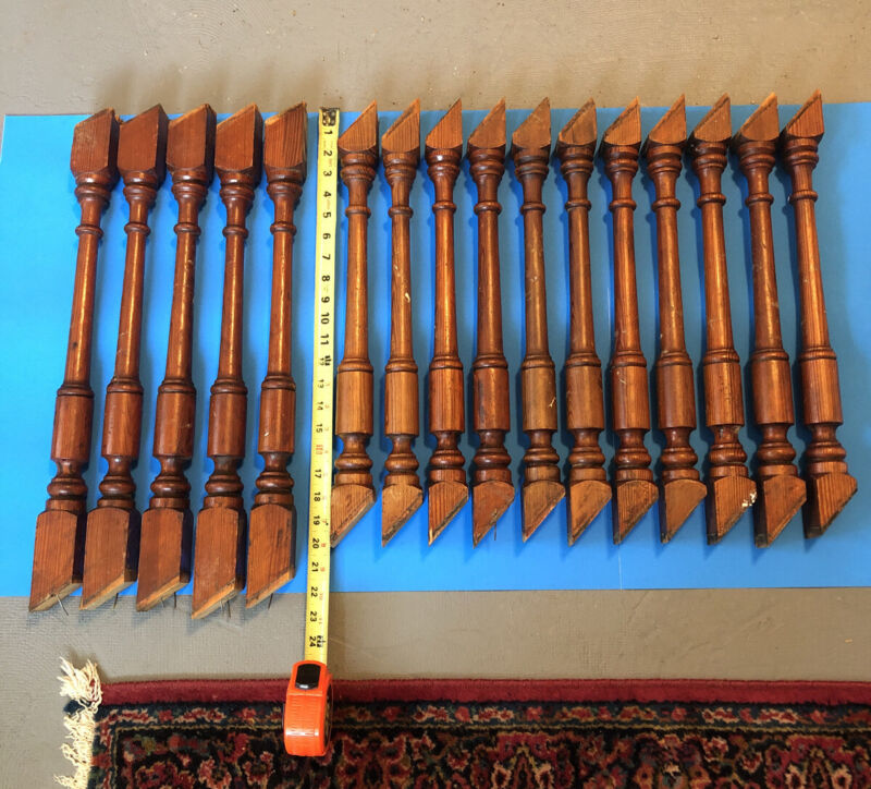 J10Y Antique Set Of 16 Turned Pretty Pine Spindles