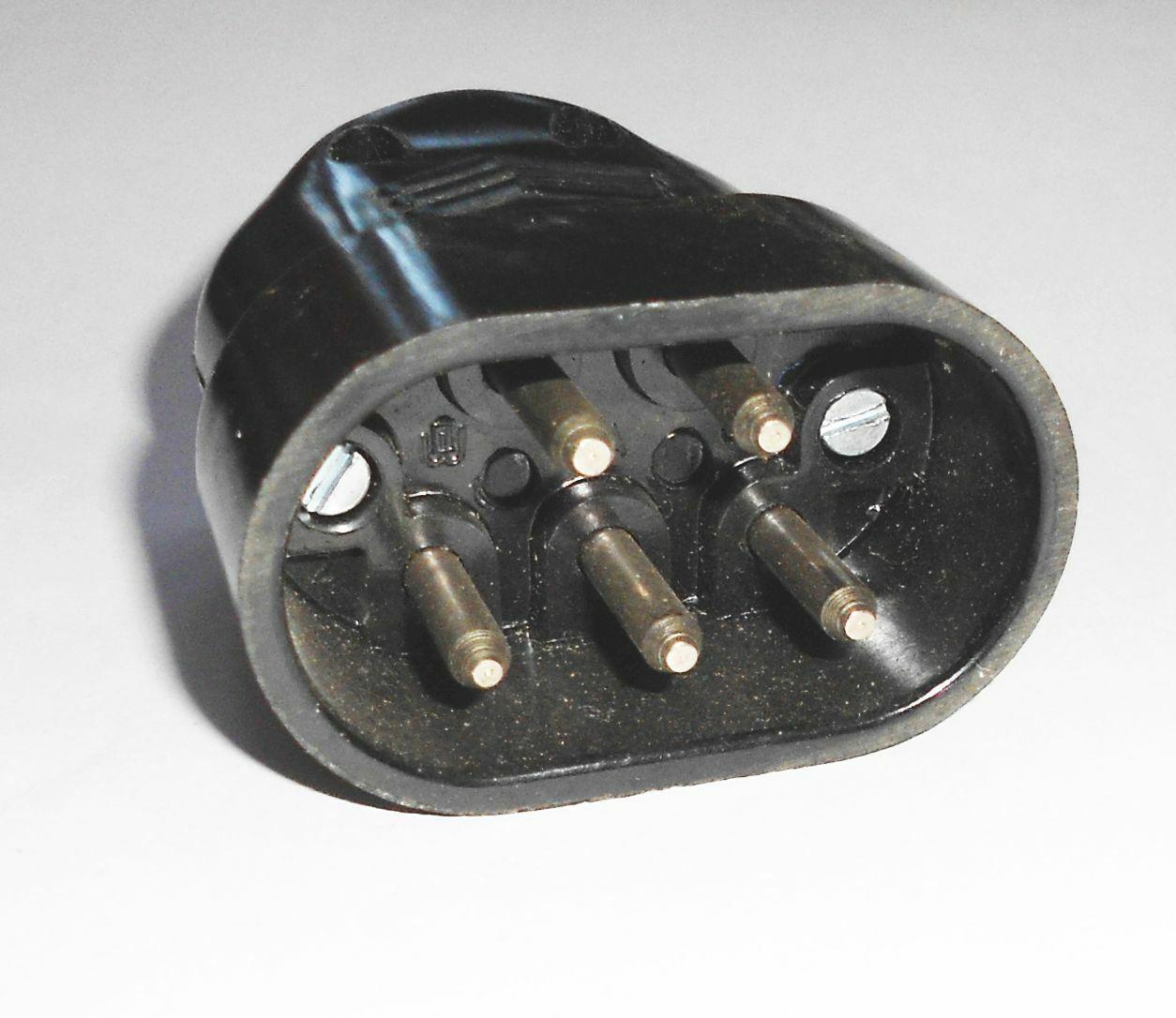 Zustand 1 von 7 Stück alte Bakelit Telefonstecker für Telefonanlage unbenutzt