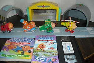 Jay-Jay-the-Jet-Plane-Wooden-Tarrytown-Airport-Play-Set-2-Vhs-Tapes-2-Books