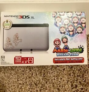Year of Luigi Rare edition Nintendo 3ds XL with 4 games included