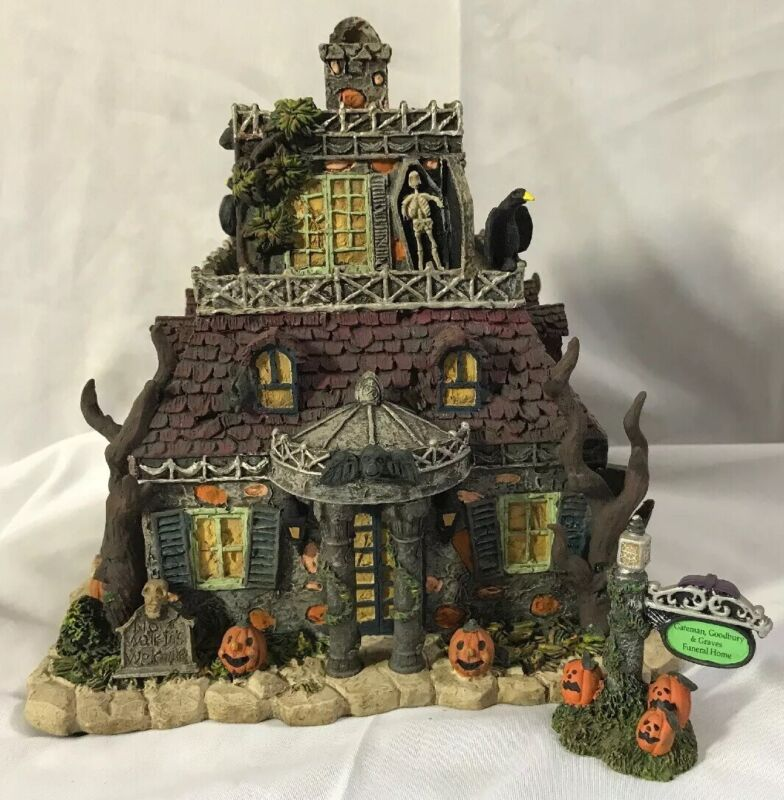 THE MUNSTERS HALLOWEEN ~ Gateman, Goodbury & Graves Funeral Home ~ Hawthorne