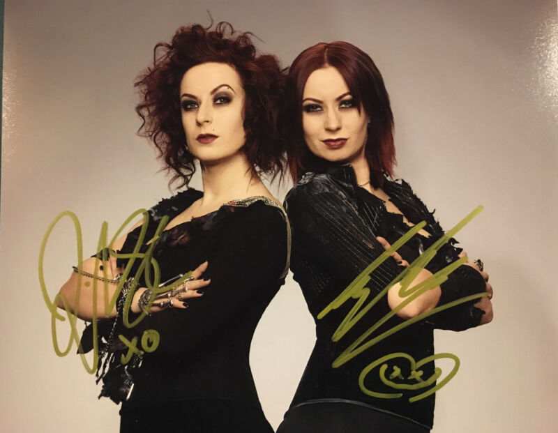 SOSKA TWIN SISTERS HAND SIGNED 8x10 PHOTO JEN & SYLVIA AUTOGRAPHED AUTHENTIC!!