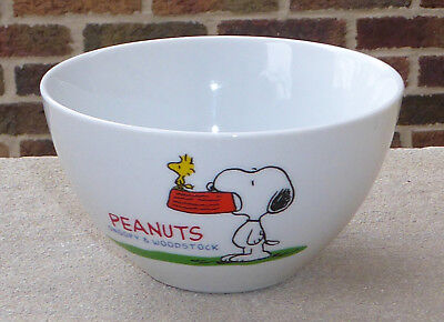 Snoopy Dog Holding Food Dish Woodstock Peanuts Eating Japan Rice Porcelain Bowl
