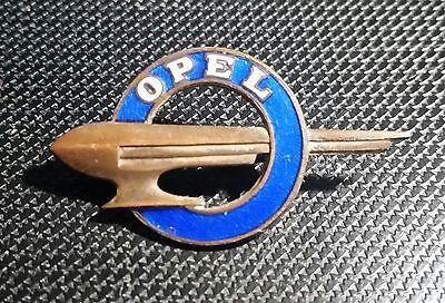 Opel Brosche Zeppelin ab 1937 Hohlprägung emailliert 34x19mm alt+original
