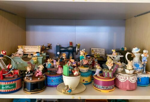 Vintage Enesco and Pelman Mice music boxes (16)